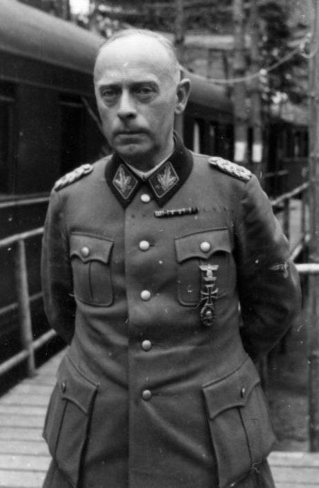 Карл Пфеффер-Вильденбрух командовал корпусом в последние месяцы, сражаясь в Будапеште.