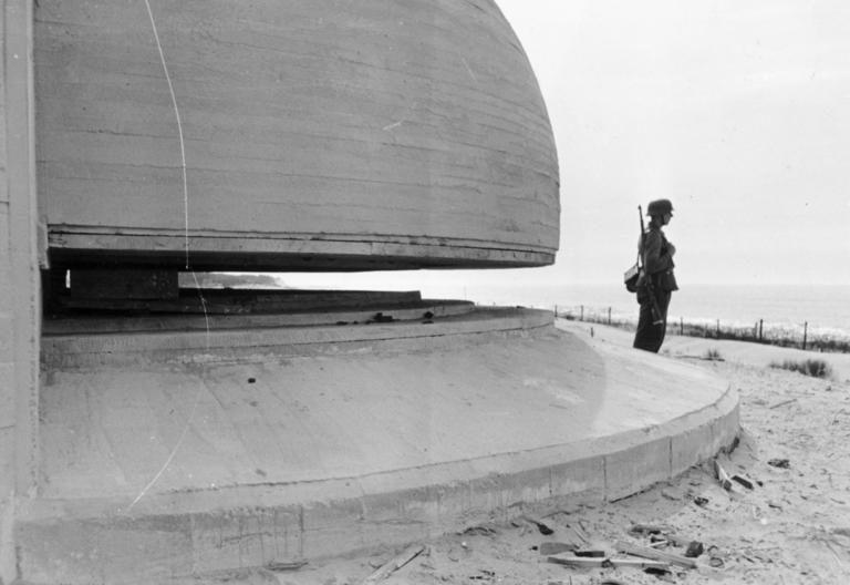Береговая батарея в Пиренеях. 1944 г.