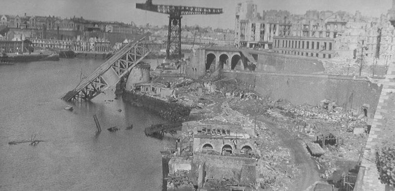 Руины города. Октябрь 1944 г.