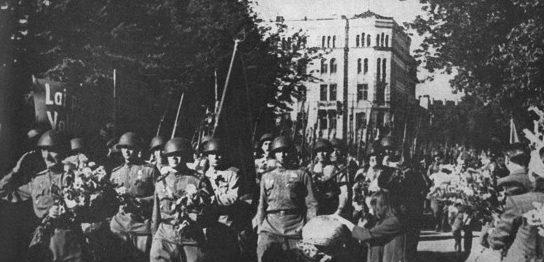 Парад Красной Армии в городе. 16 октября 1944 г.