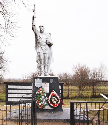 п. Заполье Рогачёвского р-на. Памятник на братской могиле советских воинов.