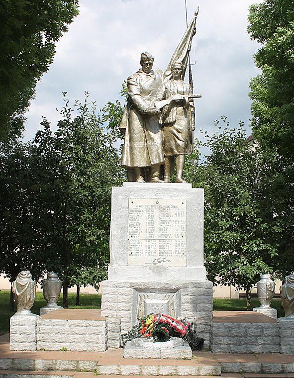 г. Ошмяны. Памятник землякам, погибших в годы войны.
