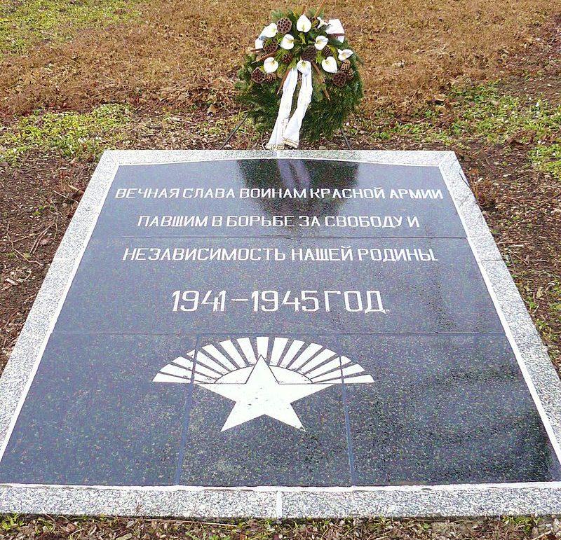 г. Мейенбург. Памятный знак советской армии.