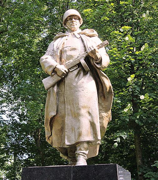 г. Ошмяны. Памятник, установленный в 1958 году на братской могиле, в которой похоронено 264 человека, расстрелянных в 1941 году.