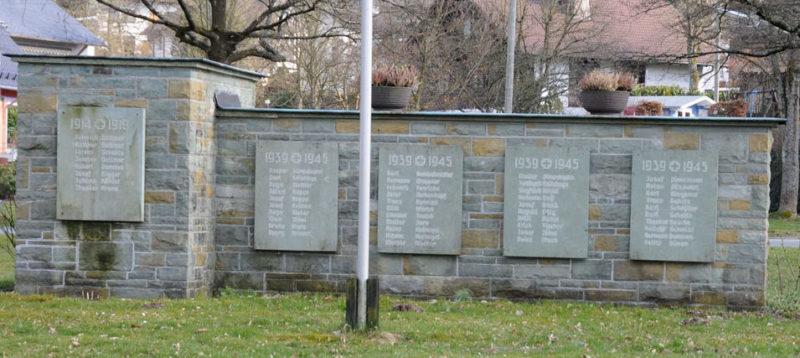 д. Хальбербрахт. Памятник землякам, погибшим в годы обеих мировых войн.
