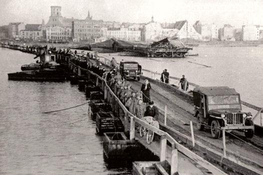 Временный мост через Даугаву. Октябрь 1944 г.