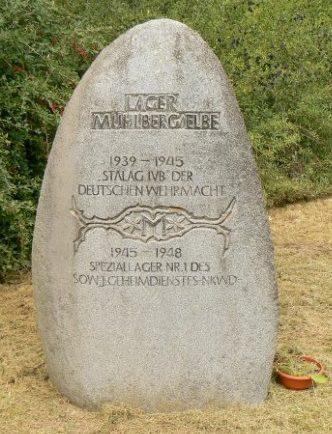 г. Мюльберг. Памятный знак на месте концлагеря (Stalag IV B), в котором погибло 3 тысячи заключенных. С сентября 1945 по 1948 год НКВД использовало лагерь под названием «Speziallager Nr. 1 Mühlberg». В это время в лагере погибло более 6 700 человек, которые были погребены поблизости.