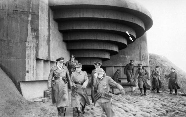 Ellenőrzés a part menti üteg parancsával.  1944 g.