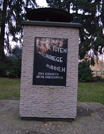 г. Мюнхеберг. Памятник немецким воинам, погибшим во время Второй мировой войны.