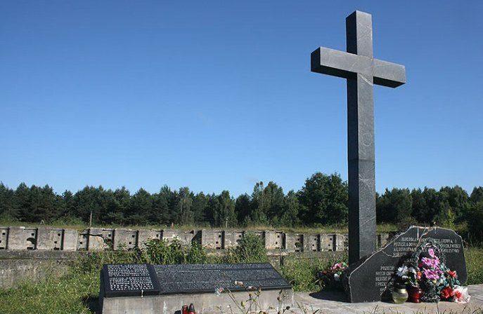 п. Наумовичи, Гродненского р-на. Памятник на месте расстрела мирных жителей.