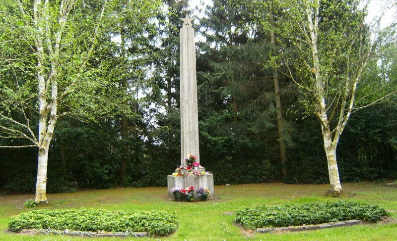 г. Любек Памятник на советском военном кладбище.