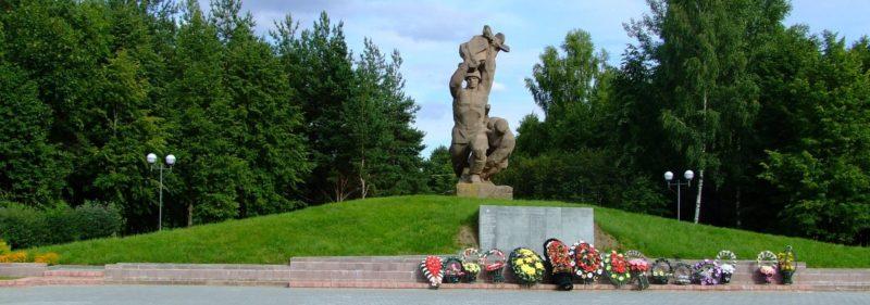 г. Островец. Памятник воинам-освободителям.