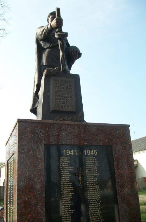 д. Путришки Гродненского р-на. Памятник, установленный в 1958 году на братской могиле, в которой похоронено 134 воина, погибших в июне 1944 г. при освобождении деревни и ближайших населённых пунктов.