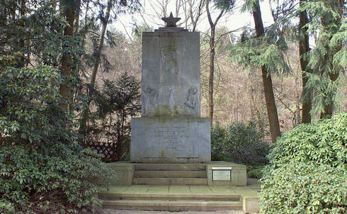г. Хемер. Памятник, установленный на лагерном кладбище «Шталаг VI», где захоронено более 20 тысяч советских военнопленных.