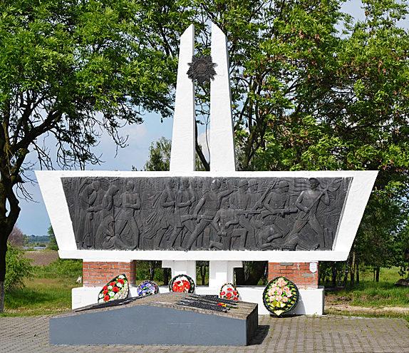 г. Туров Житковичского р-на. Братская могила, в которой захоронено 148 солдат 23-й Киевско-Житомирской дивизии, в т.ч. 15 неизвестных.