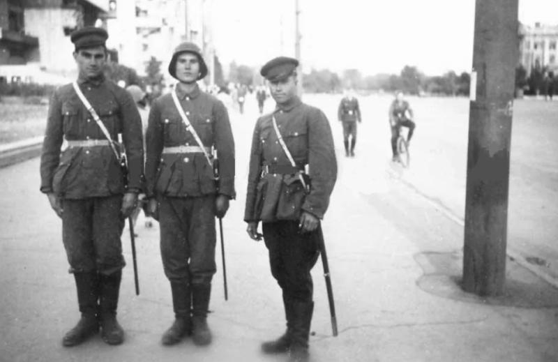 Казаки Вермахта на патрулировании. Сентябрь 1942 г.