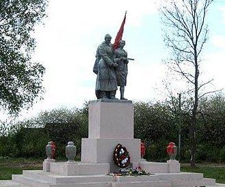 д. Доброволя Свислочского р-на. Памятник 9 землякам, погибшим в годы войны.