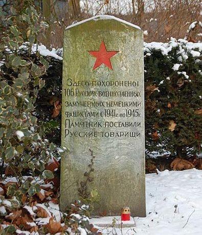 г. Хюрт -Рюкпак. Памятник, установленный на братской могиле, в которой похоронено 106 советских военнопленных.
