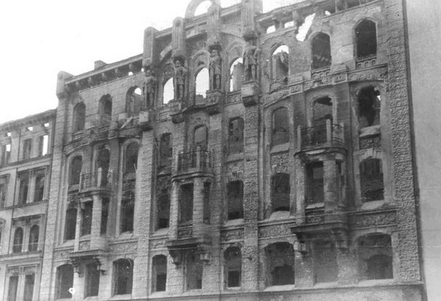 Разрушения в городе. 1945 г.