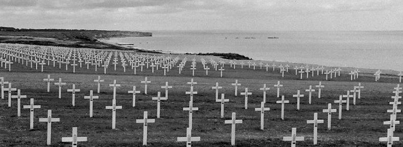 Кладбище союзников, после неудачной высадки десанта в Дог-Грим. 1944 г.
