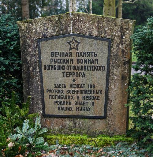 г. Фленсбург. Памятник на братской могиле, в которой похоронено 108 советских военнопленных.