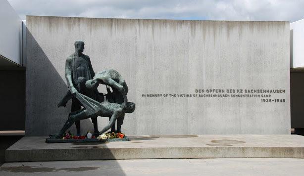 Памятник погибшим в лагере.