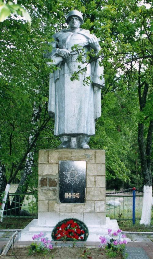 д. Антоновка Жлобинского р-на. Памятник, установленный в 1959 году на братской могиле, в которой захоронено 227 воинов.
