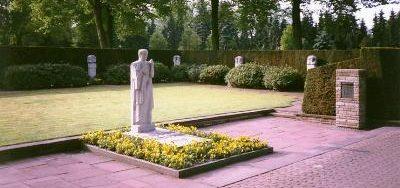 г. Штадтлон. Военное кладбище, где похоронены 249 немецких солдат и жертв бомбардировки.