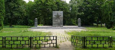 г. Пренцлау. Памятник, установленный у братских могил, в которых похоронено 345 советских воинов.