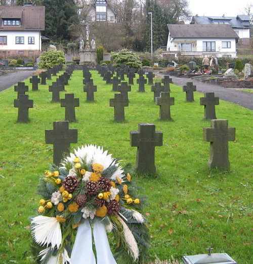 Муниципалитет Энгельскирхен. Военное кладбище у церкви.