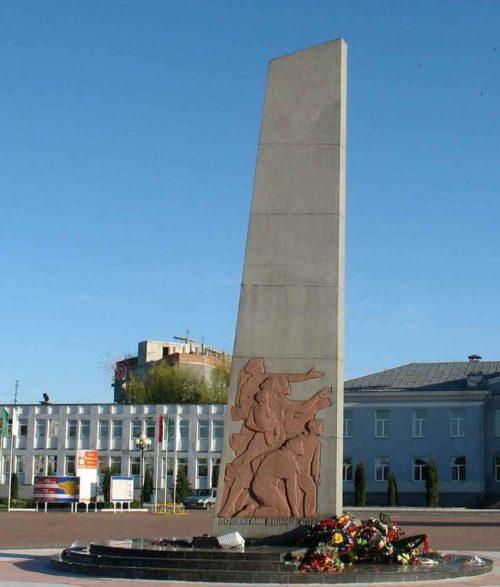 г. Жлобин. Памятник советским воинам на площади Освободителей.