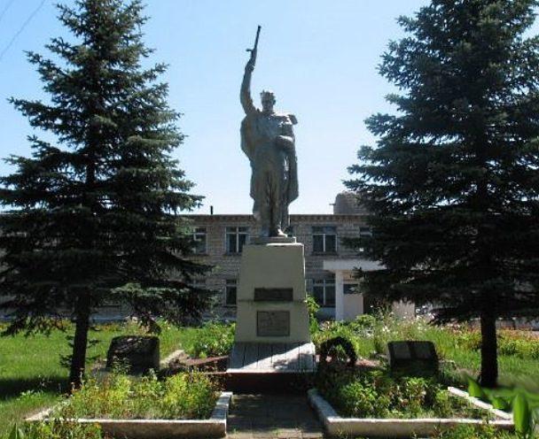 д. Старое Село Рогачевского р-на. Памятник советским воинам возле школы.