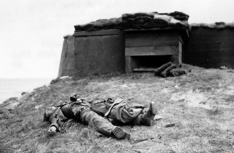 Разбитый ДОТ. 1944 г.