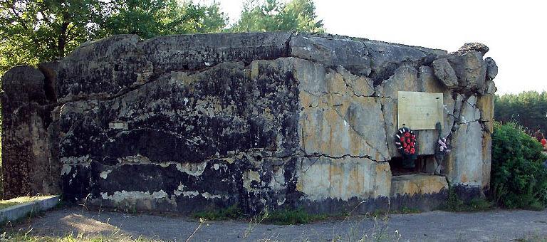 д. Соничи Гродненского р-на. ДОТ-памятник советским воинам 9-й пульбата 213-го стрелкового полка, сражавшегося в начале войны.