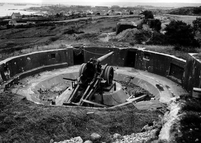 Beakadt akkumulátor.  Cherbourg.  1944 g.