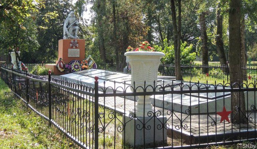 а.г. Козловка Светлогорского р-на. Памятник погибшим землякам.