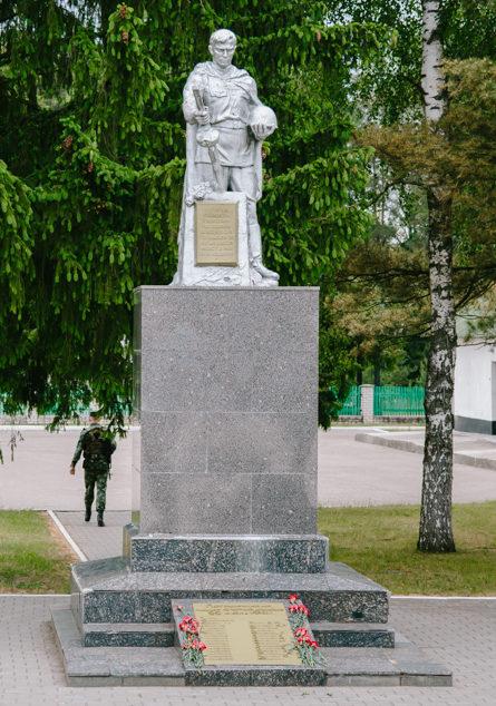 Памятник на заставе.