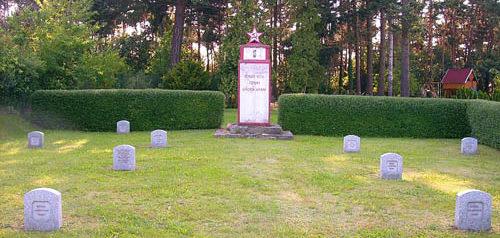 д. Селессен. Памятник на советском военном кладбище.