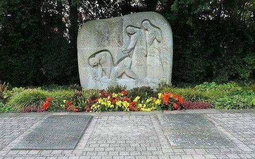 г. Бад-Дюркхайм. Памятник землякам, погибшим во время обеих мировых войн.