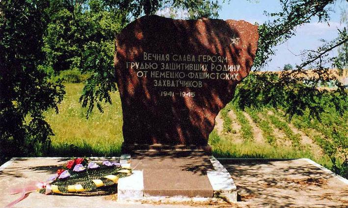 д. Плавские Слонимского р-на. Братская могила советских воинов.