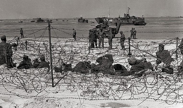 Немецкие пленные на пляже Юта.