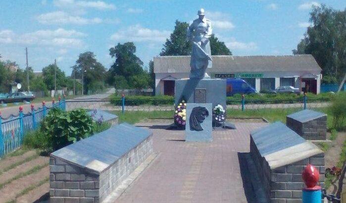 д. Коротковичи Жлобинского р-на. Братская могила советских воинов и партизан.