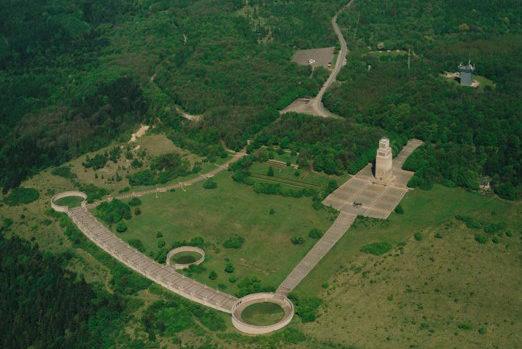 Бухенвальдский мемориал с высоты.