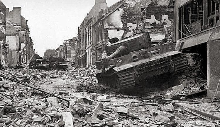 A harckocsi után.  Bogazh falu.  1944 g.