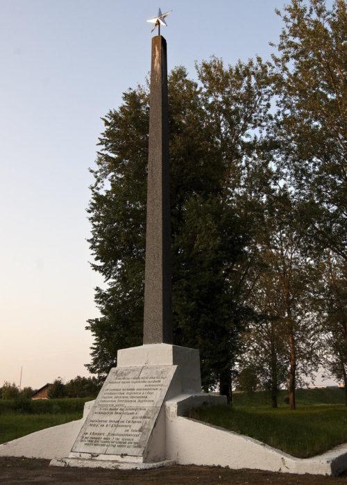 п. Бакшты Дятловского р-на. Памятник подпольщикам.