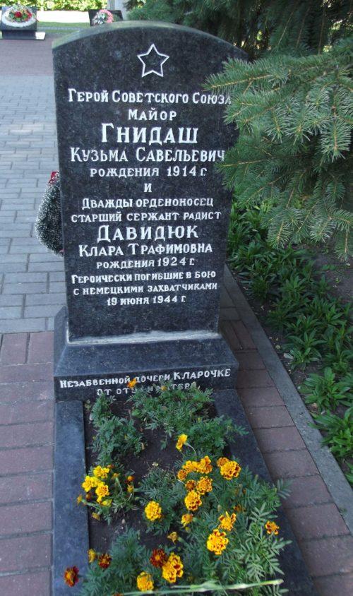 г. Слоним. Памятник на могиле Героя Советского Союза Гнидаша К.С.