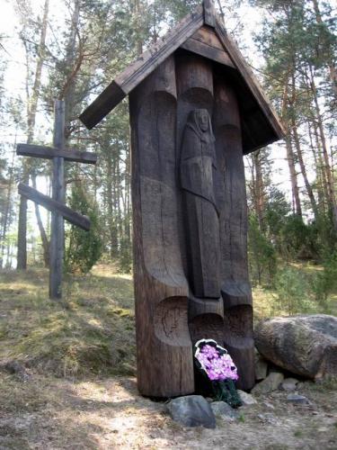 д. Большая Воля Дятловского р-на. Памятник, установленный на месте расстрела жителей деревни немецко-фашистскими захватчиками 16 декабря 1942 года.