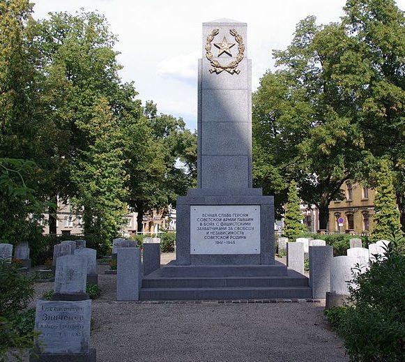 г. Финстервальде. Памятник, установленный у братских могил, в которых похоронено 230 советских воинов.