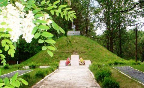 г. Слоним. Памятник погибшим партизанам отряда Непобедимый.