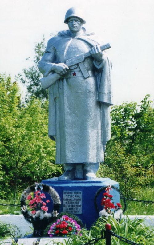 д. Ново-Марковичи Жлобинского р-на. Памятник, установленный на братской могиле, в которой похоронено 288 воинов и партизан, погибших при освобождении района от немецко-фашистских захватчиков в 1943-1944 годах.